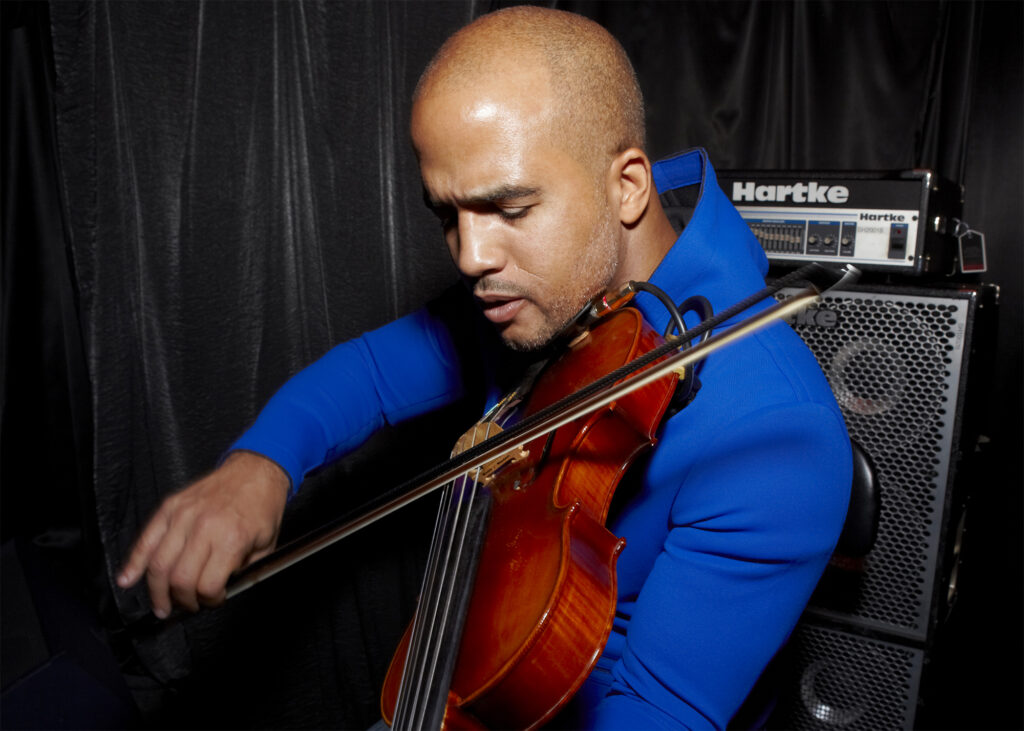 Daniel Bernard Roumain 03